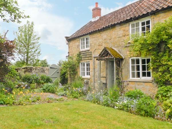 Corner Cottage - Two Bedrooms - Sleeps Four People - Holiday Cottage in Cropton, near Pickering