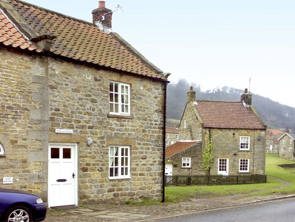 Photo of Hollyside Cottage ( Ref 1667 ) Rent holiday cottage in Hutton le Hole - Accommodation in North York Moors National Park