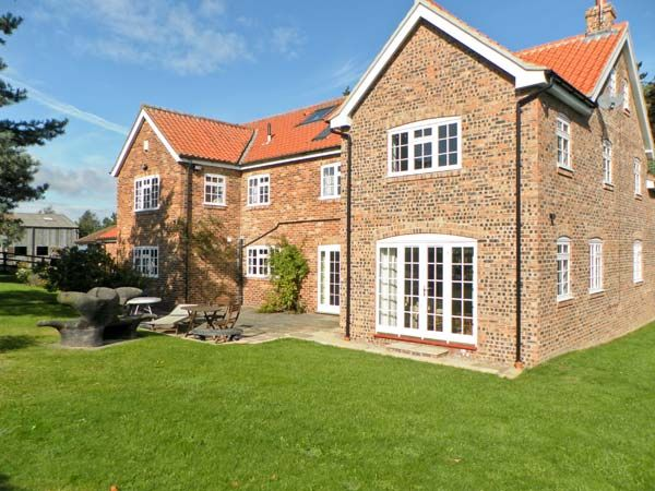 The Trainers House ( Ref 18492 ) Holiday cottage - Self catering accommodation in Eddlethorpe near Malton sleeps 14 guests
