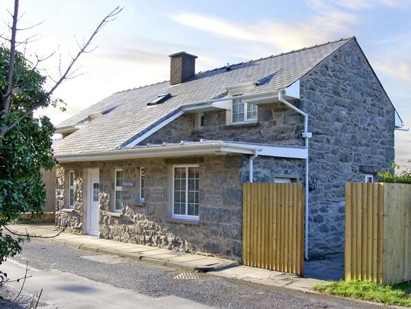 Welsh Holiday Cottages Wern Fach Beach Cottage, Harlech, North Wales (Ref 2367)