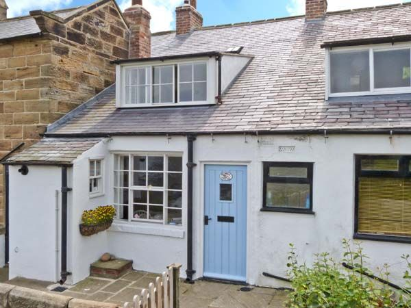 Bramble Cottage ( Ref 2491 ) Robin Hoods Bay holiday cottage sleeps 6 - Self catering accommodation - Yorkshire coast