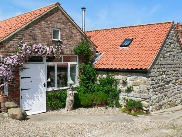 Home Farm Cottage ( Ref 27322 ) Lebberston - Studio holiday accommodation near Filey sleeps 2 guests