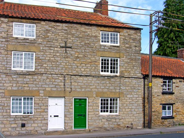 Photo of Crooked House ( Ref 3588 ) Holiday home in Kirkbymoorside North Yorkshire