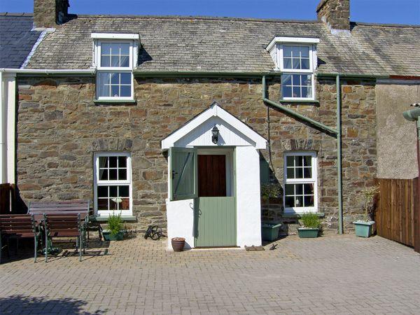 2 bedroom Cottage for rent in Clynderwen