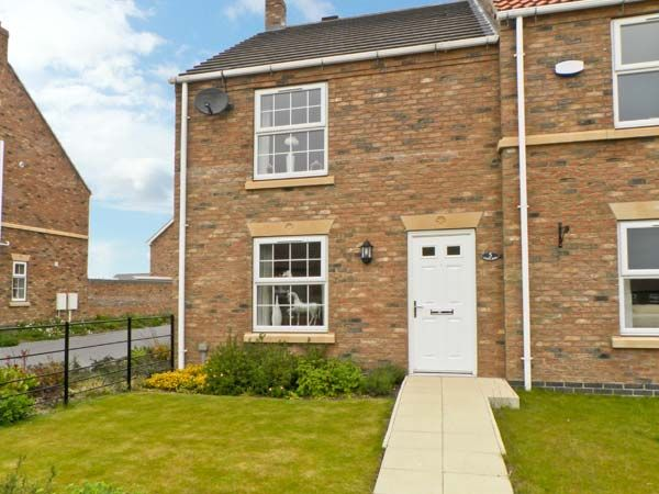 5 Farm Row Coastal Cottage, Beeford, North York Moors & Coast (Ref 7963)