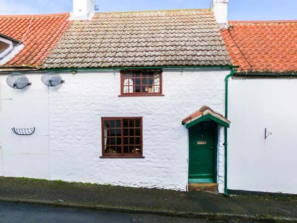 2 West End ( Ref 904665 ) Holiday cottage in Muston near Filey sleeps 4 guests