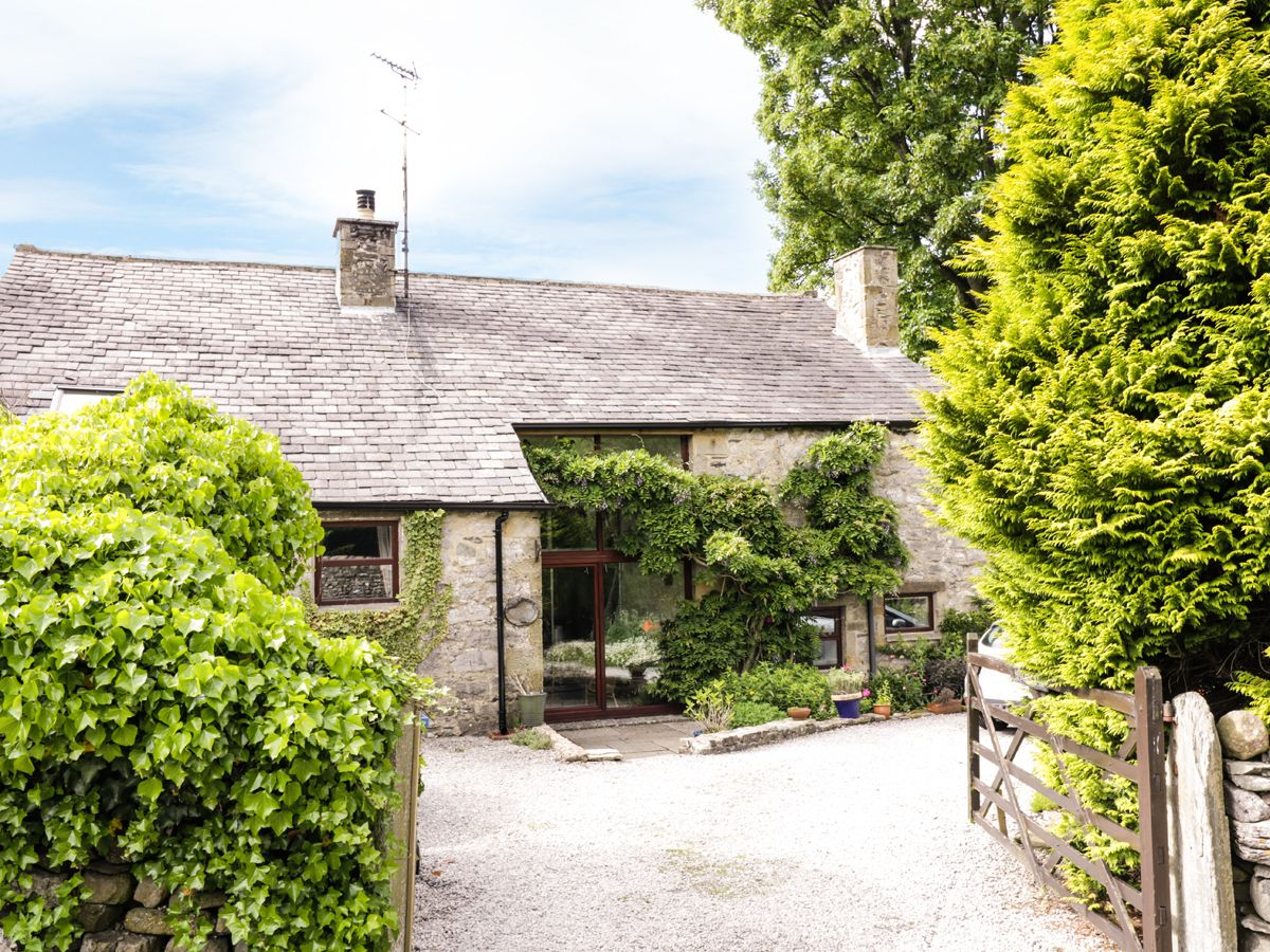 Haworth Barn ( Ref 924446 ) Self catering accommodation in Stainforth near Settle in Yorkshire Dales - Cottage has three bedrooms sleeps eight people