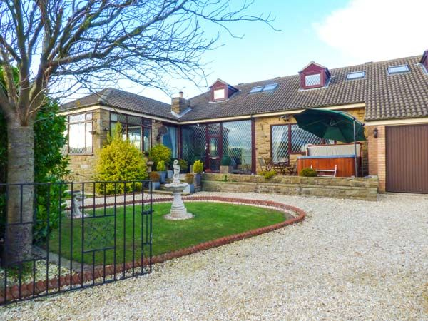 Seacrest Lodge ( Ref 931230 ) Scarborough holiday cottage sleeps 17 - North Yorkshire coast property
