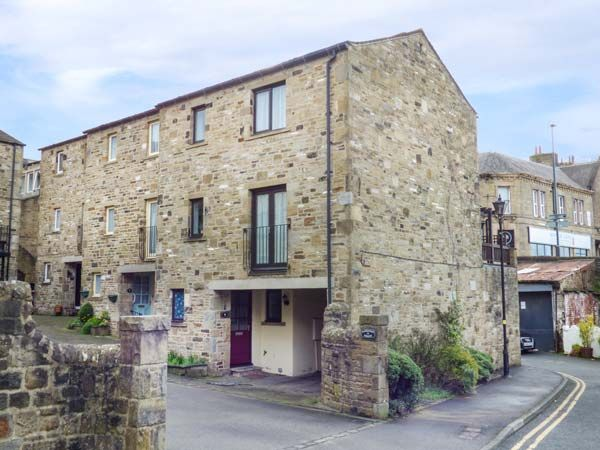 9 Navigation Square ( Ref 943976 ) Skipton Holiday Cottage sleeps 8 people - Self catering accommodation near Yorkshire Dales