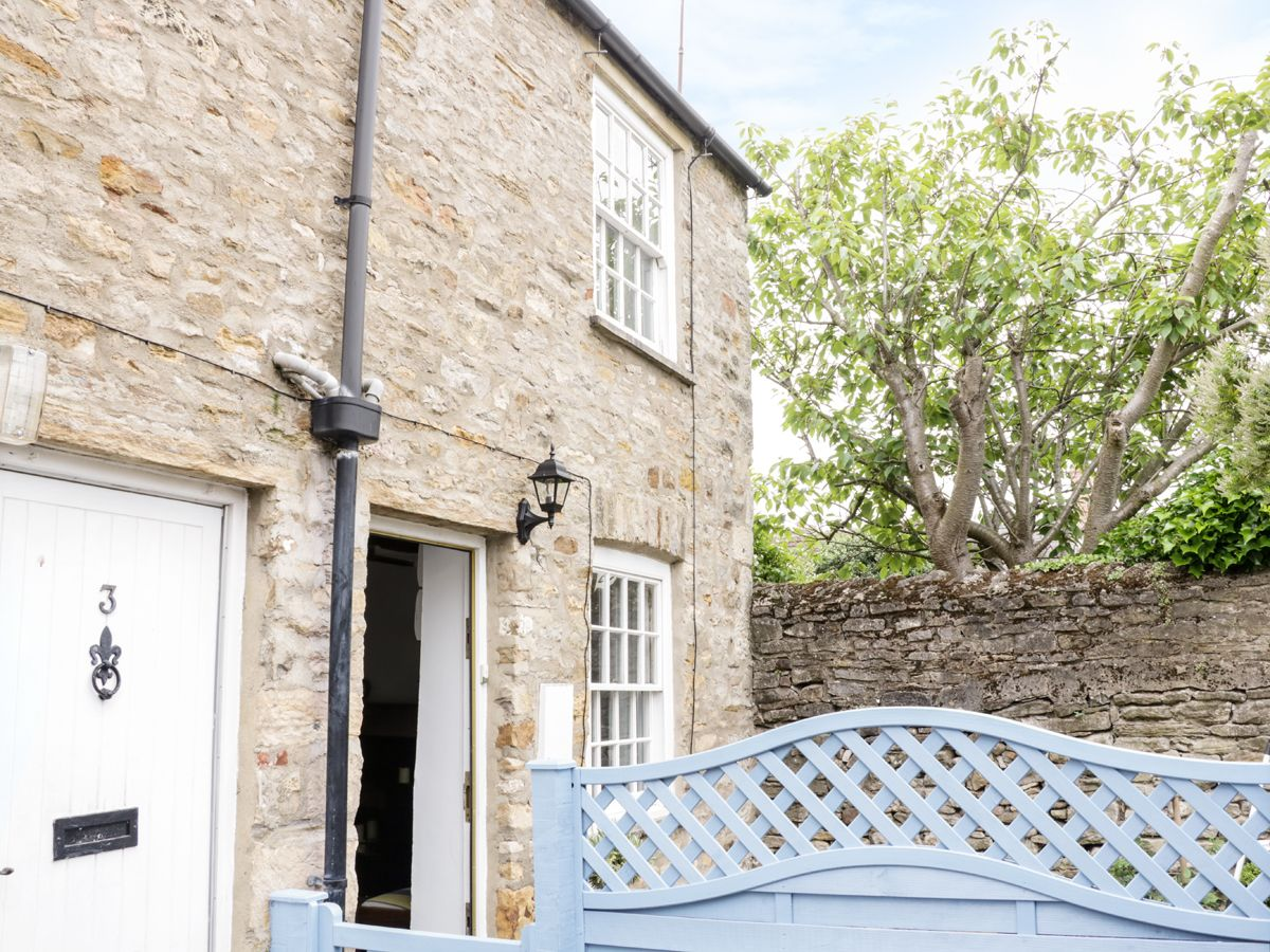 Olive Cottage ( Ref 955196 ) Richmond holiday cottage in 4 Youngs Yard - Self catering cottage accommodation in Richmond North Yorkshire