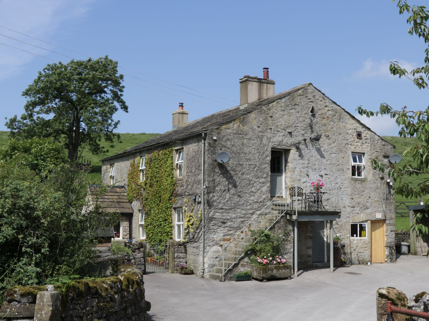 The Granary ( Ref 958042 ) Otterburn near Malham North Yorkshire Two Bedrooms Sleeps Three Guests