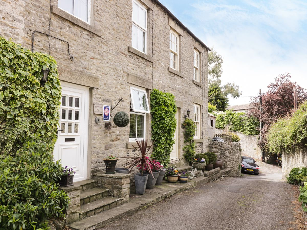 Photo of Middle Cottage ( Ref 960953 ) sleeps 3 people - Self catering accommodation in Middleham near Leyburn Yorkshire Dales - North Yorkshire
