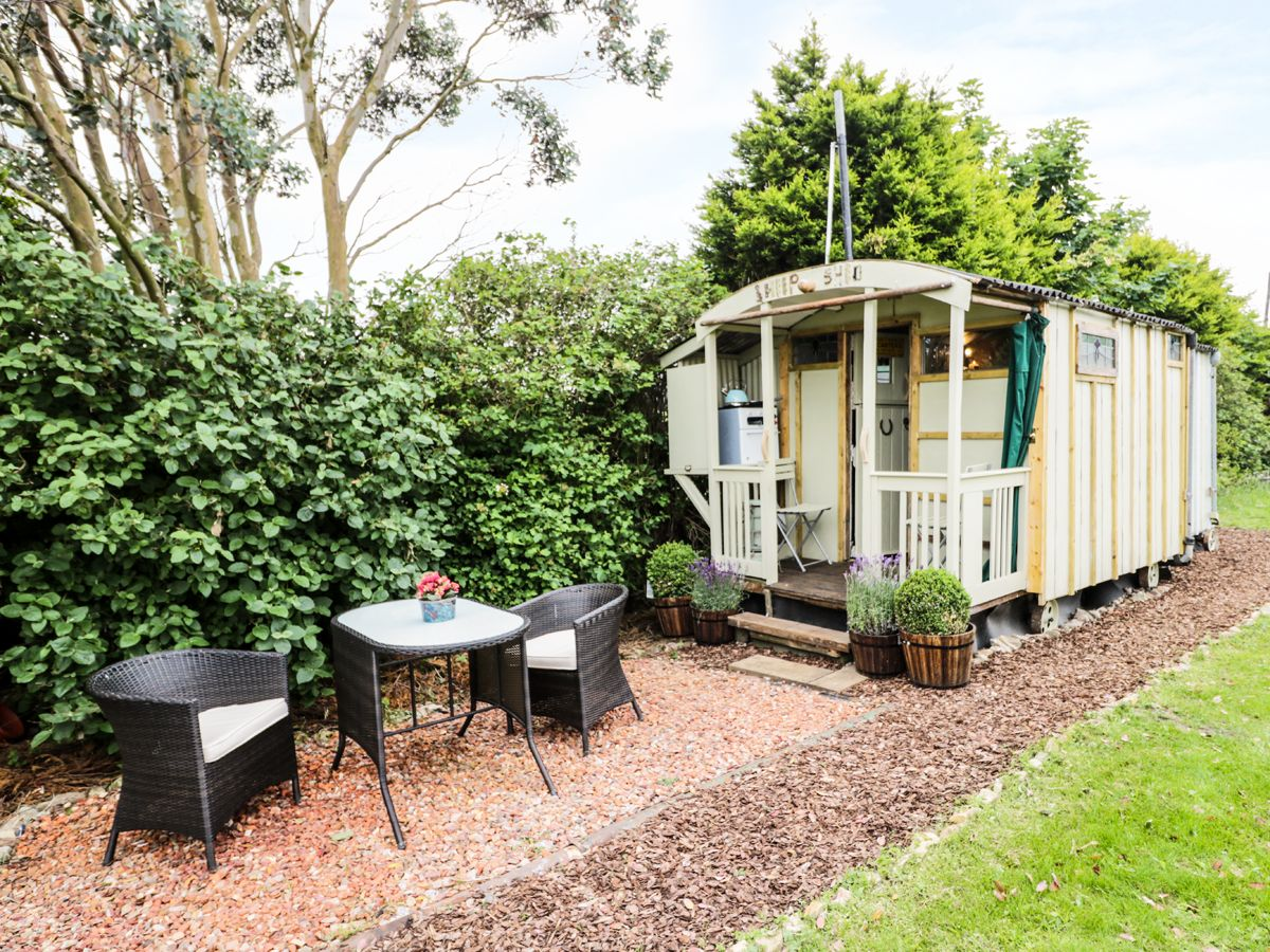 The Sheep Shed ( Ref 963225 ) Shepherds Hut in Hawsker - Self catering accommodation near Robin Hoods Bay