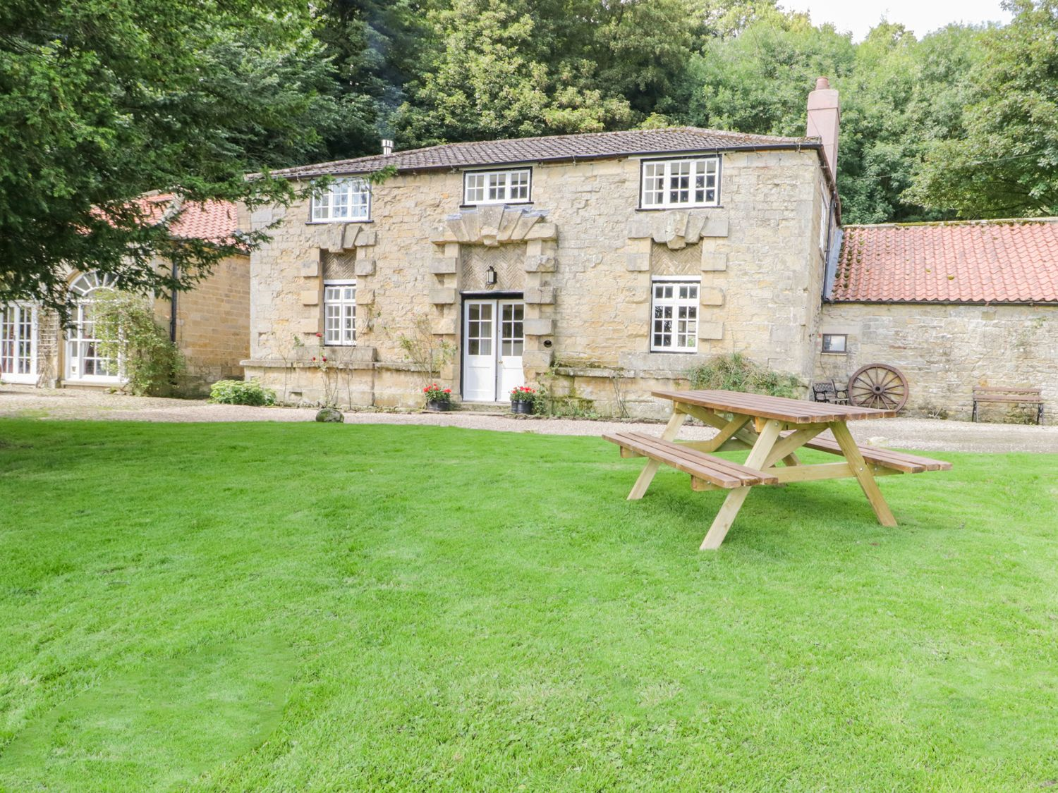 Photo of The Stables Ebberston ( Ref 964170 ) Self catering accommodation in Allerston near Scarborough North Yorkshire