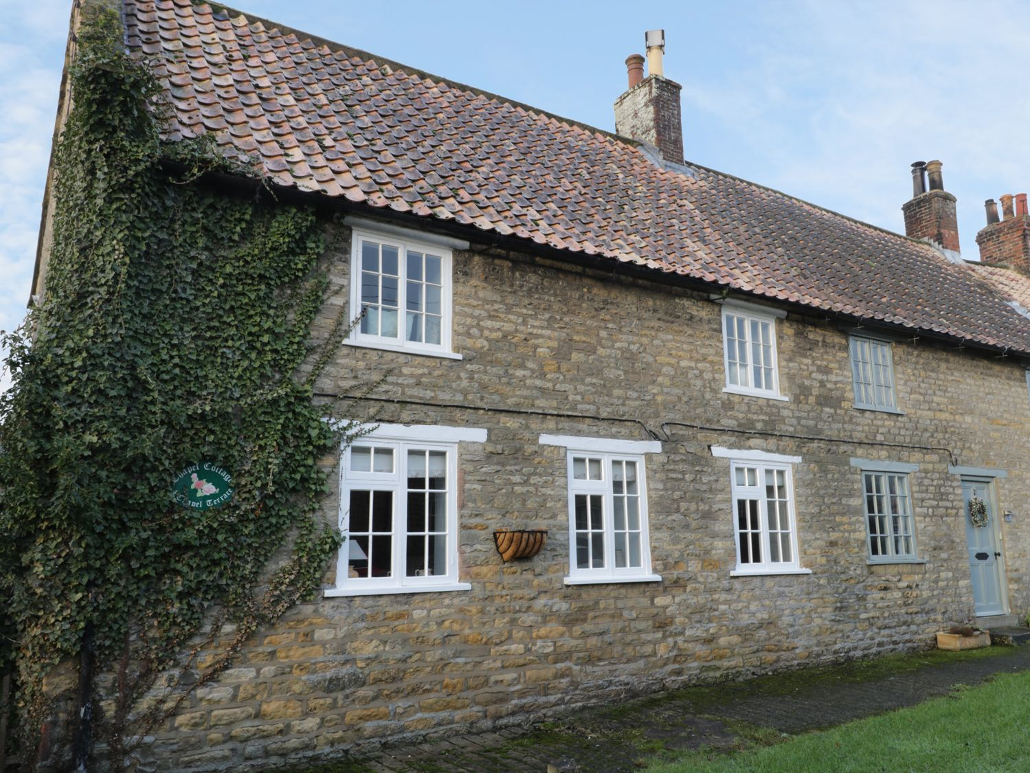 Photo of Chapel Cottage Ebberston ( Ref 971019 ) Self catering accommodation in Ebberston near Scarborough North Yorkshire